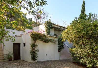 Exclusive listing with Vale do Lobo Secluded and sought after location