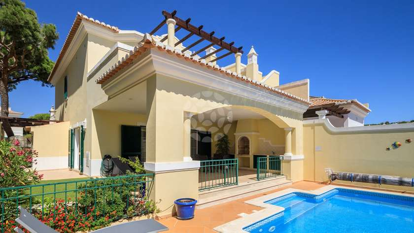 Superior-2-bedroom-linked-villa-pool