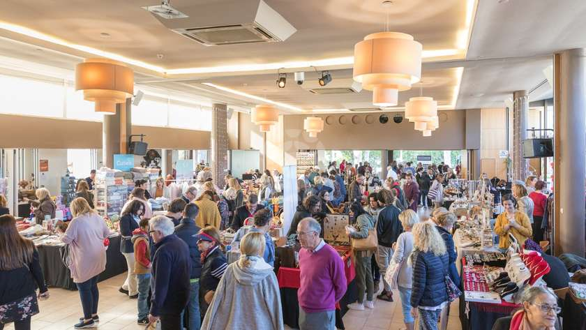 the christmas market will be taking place on saturday 1st december from 1000h until 1700h in the vale do lobo auditorium entrance is free