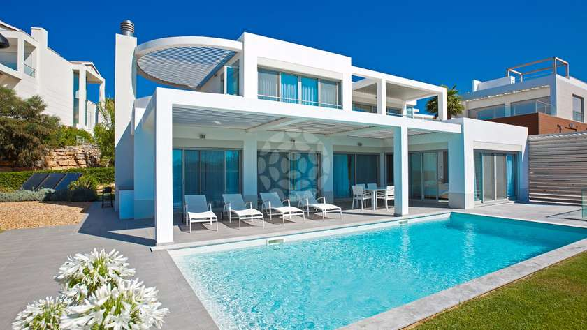 elite-4-bedroom-detached-villa-pool