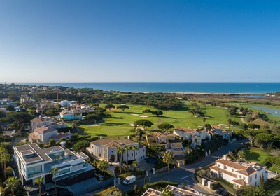Vale do Lobo: an idyllic location to buy property