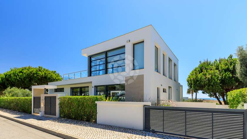 elite-4-bedroom-detached-villa-pool_r2
