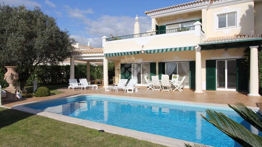 superior-3-bedroom-detached-villa-pool