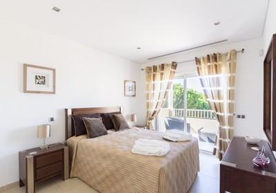 luxury-3-1-bedroom-villa-pool_thumbnail