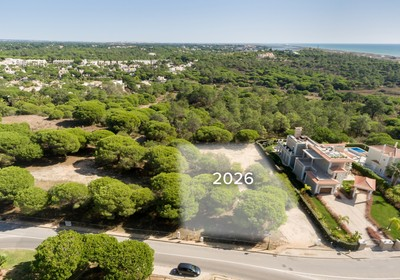 Sizeable plot with sea views