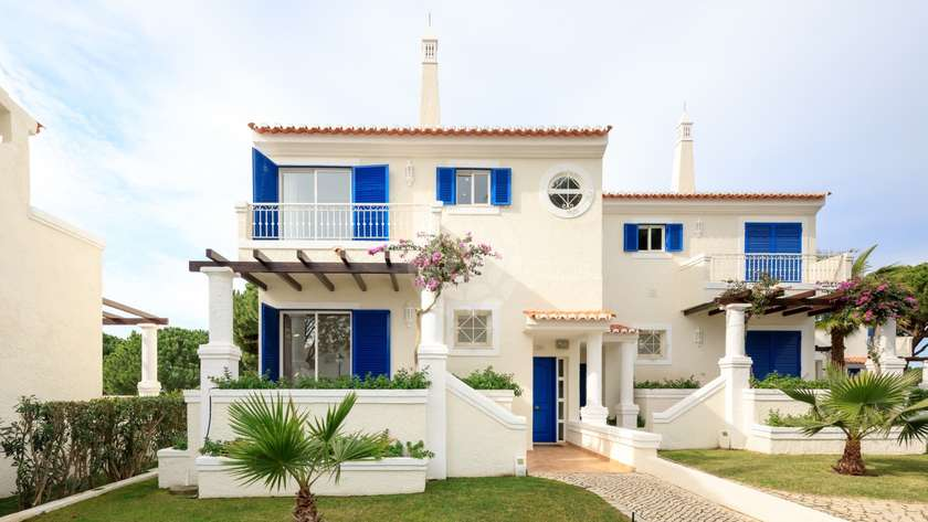 standard-3-bedroom-linked-villas-pool