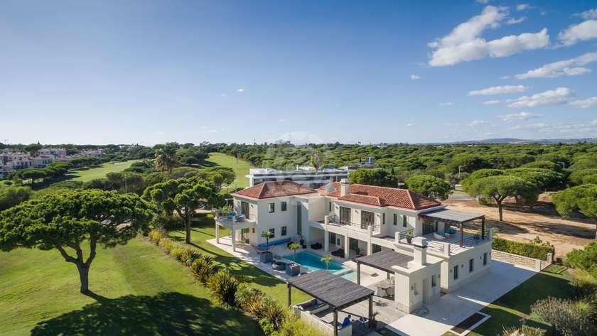 luxury-golf-front-villa