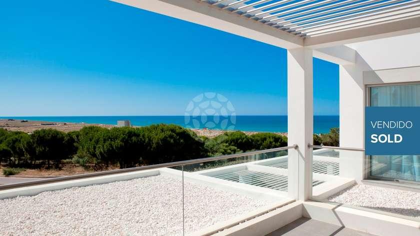stunning-beachside-villa