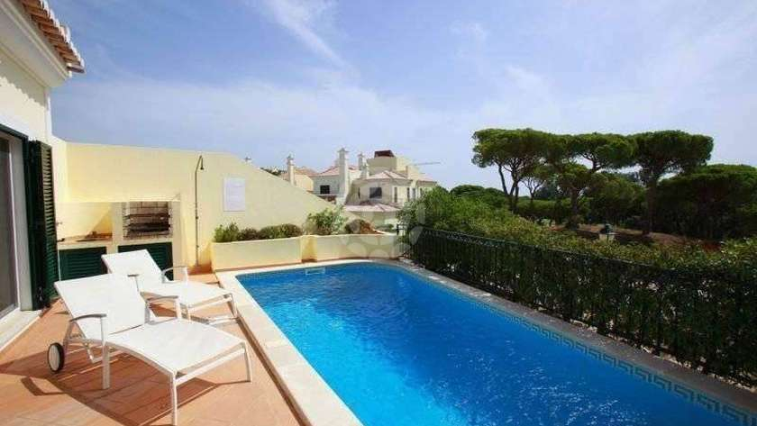 Three-Bedroom-Townhouse-Pool-Garden-View-Superior