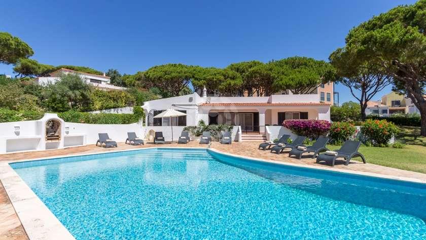 charming-4-bed-villa-extensive-gardens