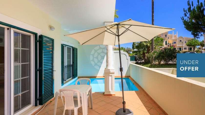 one-bedroom-apartment-pool