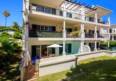 one-bedroom-apartment-pool_thumbnail