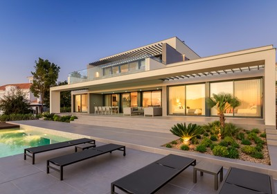 brand-new-villa-contemporary-design_thumbnail