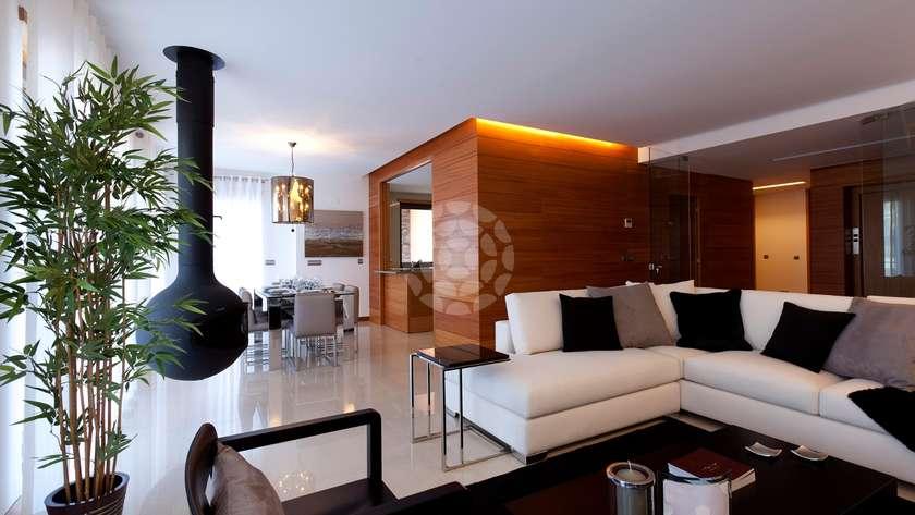 deluxe-3-bedroom-apartment-pool2-margaridas