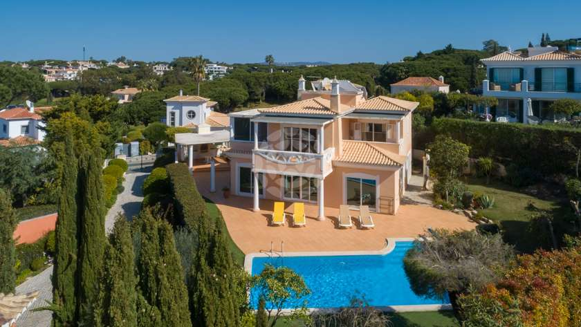 classical_villa_close_to_the_beach